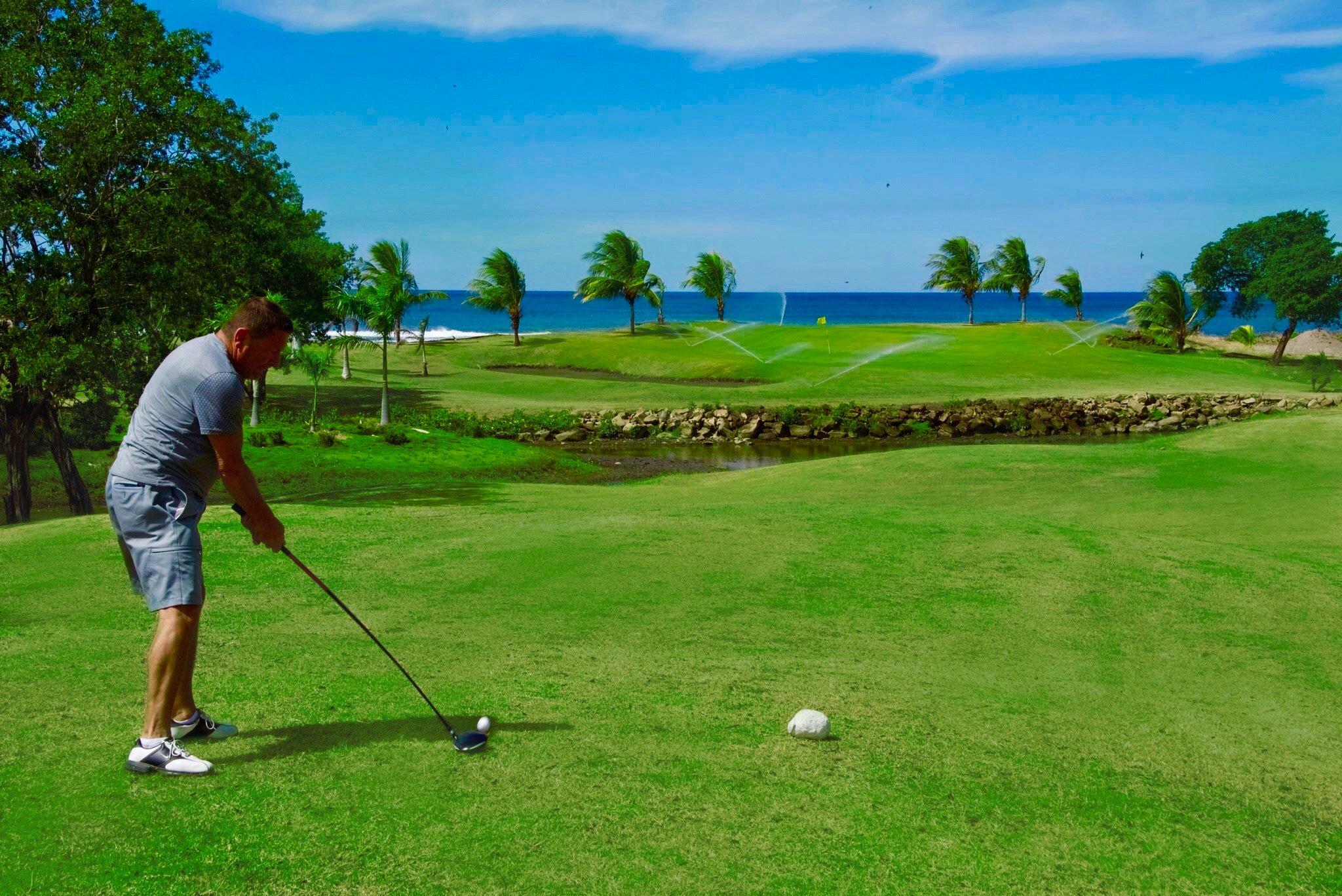 GP_-_Golf_Course_Golfer